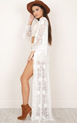 Sweet lace kimono in White Lace
